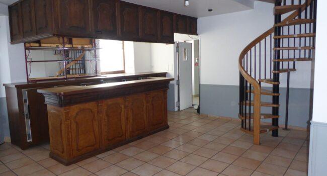 Bâtiment à vendre ou à louer pour bar-restaurant à Tauves